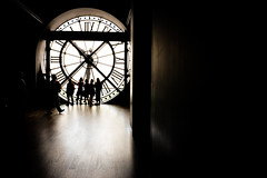 Behind the time at Orsay museum (nico_so) Tags: people paris france art clock silhouette seine ledefrance chiaroscuro fr rivegauche galery orsaymuseum