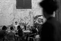 lo spettatore (hydRometra) Tags: persone amici cavallerizzareale osservatore spectator turin controcampo bw friends spettatore streetphotography torino cena observer dinner bn