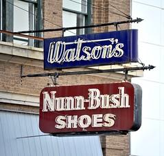Watson's Nunn-Bush Shoes (Rob Sneed) Tags: arkansas texarkana watsonsnunnbushshoes shoestore retail shoes business outofbusiness brandname neon vintage nunnbush script text