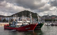 En Lekeitio (dnieper) Tags: barcospesqueros iglesia gtica puerto lekeitio leaartibai bizkaia