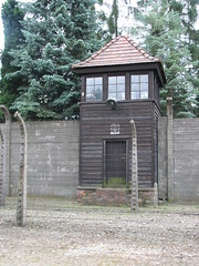 Auschwitz I (Stammlager) (59) (greger.ravik) Tags: polen polen2016 poland polska auschwitz stammlager owicim koncentrationslger war crime camp concentration ww2 holocaust genocide shoah elstngsel electrified barb wire taggtrd fence stngsel danger watchtower watch tower lger history historia museum