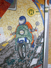 Das Motorrad. / 26.08.2016 (ben.kaden) Tags: berlin marzahn sbahnhofpoelchaustrase mosaik wandbild mural motorrad kunstderddr kunstambau 1980 2016 26082016 strasenverkehr ostmoderne