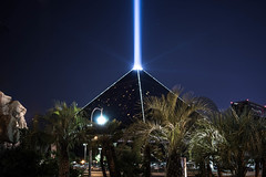 Las Vegas-August 27, 2016-IMG_2157 (ItsCharlieNotCharles) Tags: las vegas buffet city night life lights nightlife lasvegas canon t6i sincity