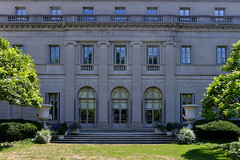 Fifth Avenue Lawn (Eddie C3) Tags: newyorkcity uppereastside museums museummile nyc frickcollection architecture