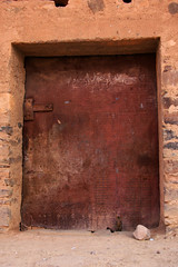 Little kitten - huge door! Nkob, Morocco (sensaos) Tags: africa door travel animal cat village north du morocco maroc afrika marokko nord 2012 afrique noord nkob kashba sensaos