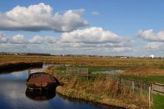 cowboat in the polder (fotografie Robert lotman) Tags: herfst nederland nh nl topshots worldwidelandscapes natureselegantshots panoramafotogrfico theoriginalgoldseal flickrsportal onlythebestofflickr