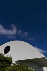 Oscar NIEMEYER - The Auditorium ('O Tedesc) Tags: finestra vista arco stile architettura moderno auditorium moderna scorcio esterno curva oscarniemeyer tipologia sinuoso architetti