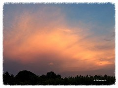 Cielo rosa (matteocastelli331) Tags: nuvole iphonephoto sunset cielo rosa temporale iphone nuvola