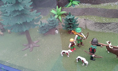 Ciudad medieval (lalex24) Tags: exposicionplaymobil playmobil ciudadmedieval cazador arquero nio perro bosque arbol arbusto tronco conejo