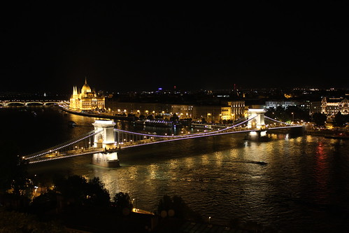Most Łańcuchowy i Parlament