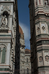 Pop Up (Federica Schifano) Tags: firenze florence italia italy duomo cattedrale cathedral santamariadelfiore gothic architecture light views effes streetphotography nikon nikon5200 dome selfsupporting brunelleschi scorci