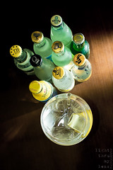 gin & tonics (2/III) (light thru my lens) Tags: bar canon lemon kayak bottles flash drinks juego gin tonic barra copa gintonic bebidas limón botellas 2011 begudes llimona ampolles camaradas strobist eos7d kayakcafe lightthrumylens ltml