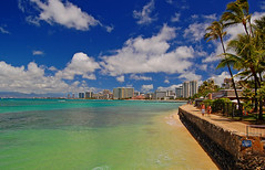 Behind the Aquarium (jcc55883) Tags: ocean sky clouds hawaii nikon waikiki oahu shoreline pacificocean sanssouci royalhawaiian moanasurfrider waikikiaquarium yabbadabbadoo d40 sheratonwaikiki outriggerwaikiki nikond40 waikikishoreline
