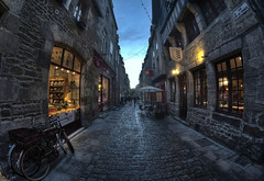 Je suis atypique (Beu C) Tags: street light sky fish eye bike french town twilight nikon raw nef lumire bretagne medieval fisheye ciel boutique ruelle rue fr velo hdr crepuscule ville franco francais dinan moyena