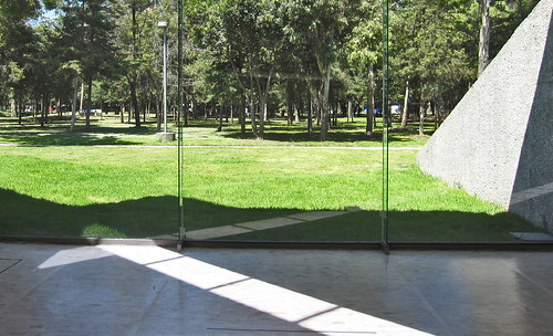 "Museo Tamayo 15 • <a style=""font-size:0.8em;"" href=""http://www.flickr.com/photos/30735181@N00/8225085404/"" target=""_blank"">View on Flickr</a>"