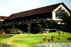 "IMG_0040A_20121225 ""Mystic Waters Edge"" (Kesara Rathnayake (kesara.lk)) Tags: building green grass architecture 50mm hotel gimp lanka edge waters watersedge srilanka mystic colombo watersedgehotel diyawanna rayagiriya"