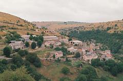 Vue du hameau Paros (eflyfree) Tags: argentique byeflyfree caussenoir dxo france fujicolor200 iso200 nikkormat nikkormatft2 nikon