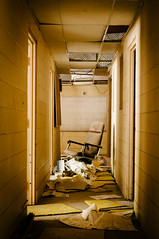 mellow yellow (Sam Scholes) Tags: building abandoned yellow trash digital hall utah office garbage chair nikon mine tan mining hallway coal officechair hiawatha d300 kingcoal kingmine usfco unitedstatesfuelcompany