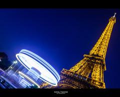 Eiffel Twister (Guillaume Chanson) Tags: blue light sky paris france tower night canon long exposure ledefrance tour lumire eiffel exposition ciel hour twister 75 nuit heure carrousel eclairage bleue tourbillon longue canoneos5dmarkii