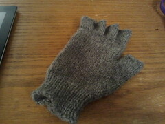 2012-11-08 21.16.09.jpg (lelwyn17) Tags: 2 knitting knucks