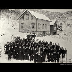 Wedding in Heggjabygda - December 20th, 1909. (vegarste) Tags: family winter wedding people bw snow norway guests vintage krone norge costume vinter nikon europe dress folk antique farm traditional familie eid norwegen norwegian celebration genealogy crown tradition bridal fest scandinavia westcoast icicles bryllup brud bunad feiring sn greyscale d800 vestlandet istapper drakt norsk grd reproduce slekt nordfjord digitize heggen hornindal sognogfjordane brudgom genealogi grdsbruk bondebryllup gjester tradisjon reproduksjon tradisjonelt vningshus hellebust heggjabygda avfotografering nafndnorway brudekrone kronebrud heggja brudedrakt