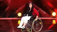 Julia Kraus beim Supertalent-Casting 187 (Castix) Tags: julia wheelchair cast slc llc crutch kraus slwc llwc