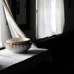 fereastra (oana-emilia) Tags: november autumn light white window museum rural table morninglight flickr hungary traditional objects bowl clean pottery curtains tradition peasants oldworld simplelife rurallife szentendre peasanthouse romaniangirlphotographers skanzenmuzeum cleaniless