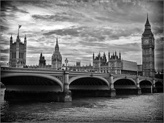 Londres (London), U.K  (Explore Dec. 7, 2012) (JoKodak (Joanne)) Tags: voyage city travel urban bw london thames river lumix bigben panasonic explore londres ville westminsterbridge fleuve urbain tamise housesofparliement dmczs3 uknb