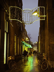 Christmas shopping! (janetmeehan) Tags: christmas street holland netherlands bike reflections evening dusk candid arnhem streetphotography streetscene christmaslights christmasshopping winterscene candidphotography lightreflections stphotographia