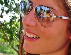 Eine sehr nette Kollegin (Der Kremser) Tags: frau woman kollegin colleague sonnenbrille sunglases summer sommer lcheln smile spiegelung mirroring juli july 2016 casio casioexilim
