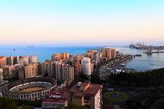 Mlaga desde Gibralfaro (Xiomara Glvez) Tags: mar plaza de toros edificios puerto muelle