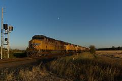 Setting Sun, Rising Moon (Tom Trent) Tags: es44ac et44ac gevo ge diesel locomotive ac44cw sd70m emd wphauler brooklynsubdivison eugene oregon hay field moon sunset prairiegrass up unionpacific pnwr portlandandwestern