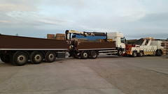 Volvo FM Recovering Daf Wagon & Drag (JAMES2039) Tags: volvo fm12 tow towtruck truck lorry wrecker heavy underlift heavyunderlift 6wheeler frontsuspend daf 75 85 grab ca02tow flatbed hiab cardiff rescue breakdown ask askrecovery recovery wagonanddrag drawbar wagondrag