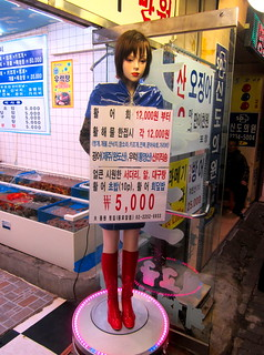 Seoul Korea flea market area seafood restaurant freaky weird mannequin that swivels, bows and greets customers