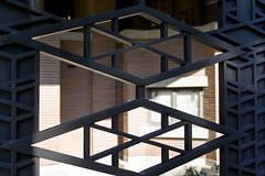 Frank Lloyd Wright - Robie House ('O Tedesc) Tags: house muro design casa franklloydwright antica villa vista prairie architettura cancello scorcio esterno ferro materiali tipologia metallo materiale mattone muratura architetti