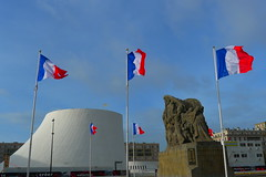 Flying the flag (Isatayo) Tags: lehavre oscarniemeyer levolcan monumentsauxmorts lepotdeyaourt
