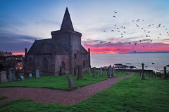 St. Monans Parish Church, Fife (svensl) Tags: sea church water grave birds clouds yard sunrise coast scotland edinburgh fife path flock east coastal elie schottland gloaming stmonans parishchurch monans