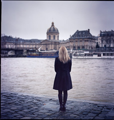 La Seine (Fabio Sabatini) Tags: blue paris film seine grey back haze kodak hasselblad shoulders alessandra portra planar pontdesarts portra160vc carlzeiss 501cm 80mmf28 bibliothequemazarine quaifranoismiterrand