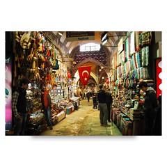 ( ake it uky ) Tags: turkey nikon gente andrea istanbul luci lc mercato viaggio bazar sultanahmet bordello turchia gioielli 5014 stoffe giugiu valmadrera coperto lampade tappeti d80 morrolo
