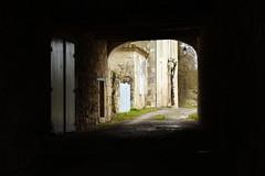 Passage sous la maison de Pierre Frayssinet  Mauroux, Gers, Gascogne, 22 janvier 2013 (Stphane Bily) Tags: poet passage gascogne gers midipyrnes pote lomagne pierrefrayssinet stphanebily