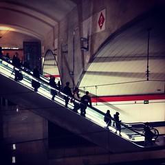 escaleras (M. Clover) Tags: madrid urban train contraluz tren streetphoto urbano 365 escaleras ver renfe nuevosministerios mclover 365instagram
