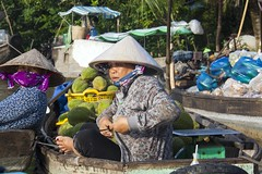 Waiting For Customers (SAM601601) Tags: vendor woman vietnam sam601601 phongdiem floatingmarket market mekong delta