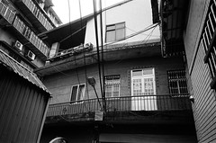 (OuDong) Tags: minolta tc1 28mm bw