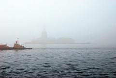 New York City (emolasthegreat) Tags: usa new york city statueofliberty freiheitsstatue staten island ferry fog nebel