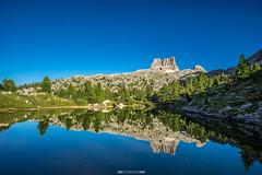 Lago di Limides (F!o) Tags: limides lago dolomiten dolomites alpen sdtirol spiegel sk sky himmel clouds moon landscape landschaft bergsee