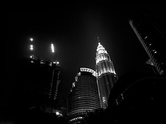 #petronas #kualalampur #kl #klcc #petronastowers #maleysia #iphone #iphone6s (carmelalarovere) Tags: petronas kualalampur kl klcc petronastowers maleysia iphone iphone6s