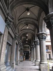 "Montevideo: les arcades du Palacio Calvo <a style=""margin-left:10px; font-size:0.8em;"" href=""http://www.flickr.com/photos/127723101@N04/29123673294/"" target=""_blank"">@flickr</a>"