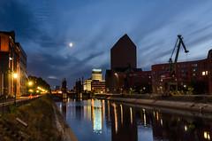 Duisburg Innenhafen (tankredschmitt) Tags: astronomie blauestunde duisburg flickr hafen mond ruhrgebiet stimmungen wordpress
