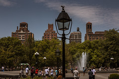 Summer in the city (Piotr_PopUp) Tags: washingtonsquarepark manhattan newyorkcity nyc street streetphotography buildings building architecture people candid us usa