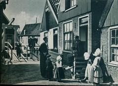 come and see  amsterdam volendam marken j 50, Volendam woonbuurt (janwillemsen) Tags: volendam folder 1950ies folklore